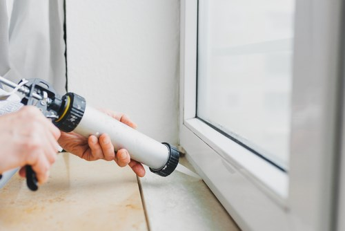نحوه اصولی درزگیری اطراف درب و پنجره دوجداره از داخل